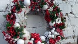 Новорічний різдвяний  віночок на вхідні двері в еко стилі