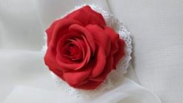 Вінтажна брошка з червоною трояндою