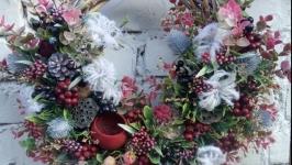 Декоративний віночок на вхідні двері в розово-марсаловій гамі
