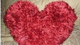 Вязаная подушка-сердце