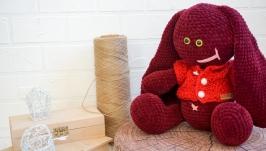 Плюшевый зайка ручной работы в свитере