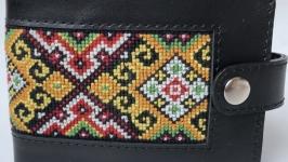 Чоловічий гаманець з вишивкою