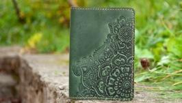 Обкладинка  на паспорт шкіряна зелена з орнаментом тисненням Бохо