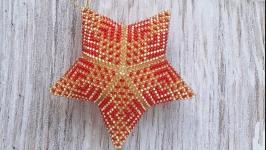 Новогодние игрушки Звезда красная из бисера ручной работы