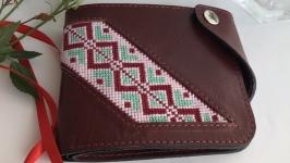 Жіночий гаманець з вишивкою