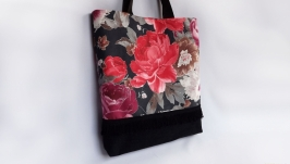 Сумка женская летняя ′Цветы′ черного цвета из ткани с карманом