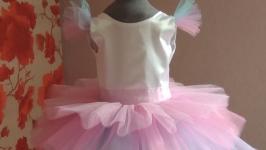 Радужное платье из фатина средней жесткости