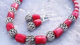 Комплект з натуральних коралів намисто і сережки з підвісками