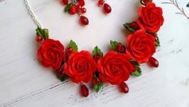 Комплект серьги и колье с красными розами и каплями хрусталя