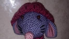 мышонок с шарфом и шапочкой