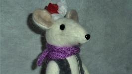 Игрушка интерьерная крыса Новогодняя белая