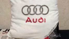 Декоративная подушка в авто