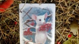 Деревянный блокнот с белой мышкой