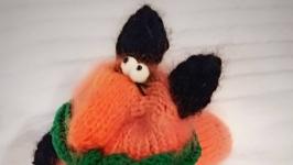 Вязаная игрушка Лиса (Лиса с колбасой)