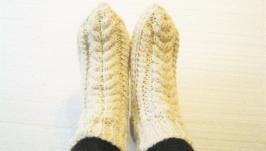Білі шкарпетки зв′язані спицями з 100% вовни