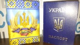 Обкладинка на паспорт вишита бісером.