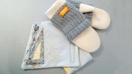 Комплект из варежек и шарфа-воротника.