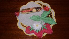 Вышивка Ришелье Декоративная льняная салфетка с вышитыми фруктами Подарок