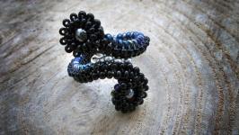 Элегантное черное кольцо из чешского бисера ручная работа