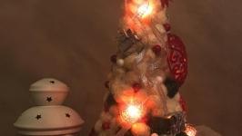 тут изображено Светящаяся искусственная ёлочка из сизаля ′Love is ..′