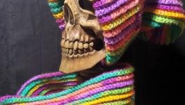 Шапка и шарф. Яркий разноцветный набор из шапки и шарфа.