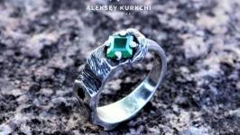 Оригинальное серебряное кольцо Изумрудное настроение