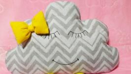 Дитяча подушка хмаринка.