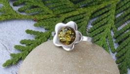 Кольцо серебряное с янтарём Ромашка