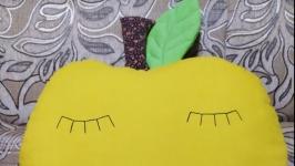 Подушка -яблуко