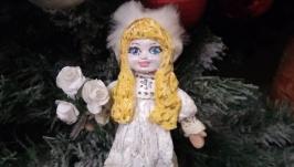 Куколка Пулип с букетом