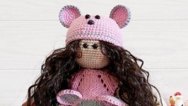 Вязаная интерьерная кукла амигуруми Тильда мышка