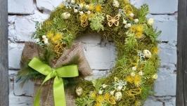 Вінок весняний на двері в жовто-зеленому кольорі ′моховик′