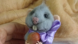 Игрушка из шерсти ′Мышка с орехом′