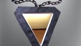Кожаная подвеска с зеркалом треугольник, кулон оберег, ручная работа