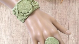 Салатовый набор, браслет и кольцо из натуральной кожи