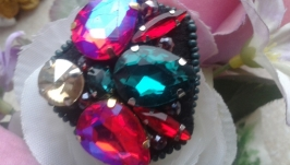 Брошь из кристаллов