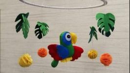 Мобиль из фетра ′Попугай′
