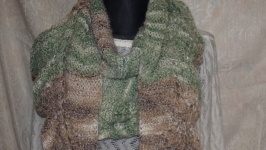 Бактус -платок зелено-коричневого цвета с кистями
