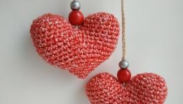 Маленькие вязаные сердечки