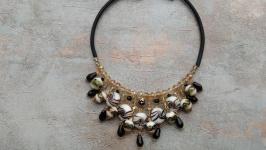 Колье чокер , ожерелье , массивное украшение .