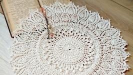 Большая вязаная салфетка белого цвета-очень нежная и красивая