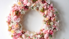 Великий пасхальний вінок в пастельно-розових кольорах з сухоцвітами.