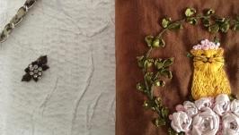Косметичка з вишивкою нитками і стрічками