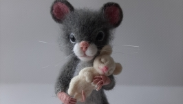 Мышка с мышонком.