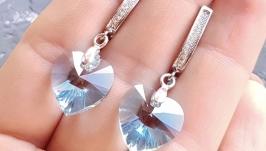 Сережки з кристалами Swarovski у формі серця подарунок на 8 березня дівчині