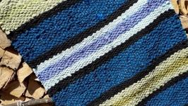 Тканый коврик. Коврик в синюю и зеленую полоску.