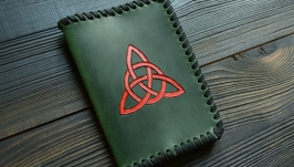 Обкладинка на паспорт з кельтським трискеліоном
