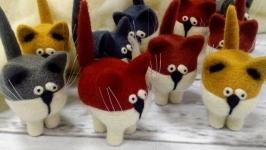 Котик валяный из шерсти цветной