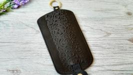 Кожаная ключница черная женская карманная с тиснением восточные узоры