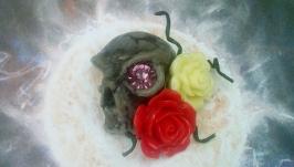 Брошь череп с розами.